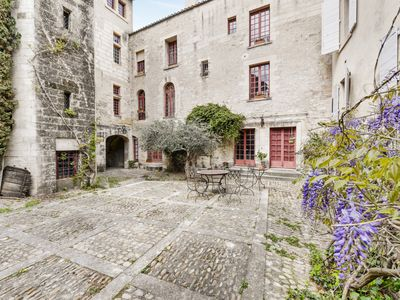 Photo for Beautiful 4-rooms with view on the Popes Palace in Avignon