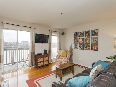 DOWNTOWN Riverfront Condo conveniently located near  BROADWAY action !!