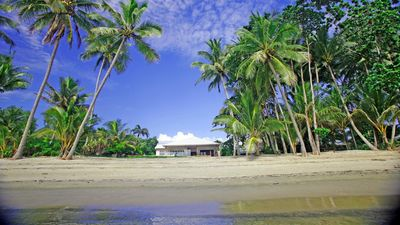 Absolute beachfront holiday home   Mystique Beach House 4 bedrooms