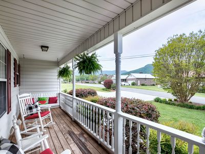 RELAXING FAMILY/FRIEND GETAWAY.  MOUNTAIN VIEW. PRIVATE POOL. ROYAL BLUE ROUTE