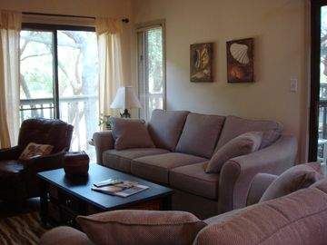 KIAWAH - MODERN 2BR/2BA , 1 MIN WALK TO NIGHT HERON PARK, 4 MIN WALK TO THE BEAC