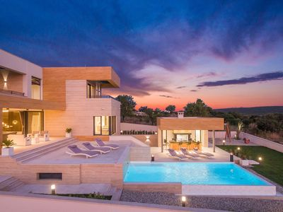 Photo for Luxurious villa with panoramic view, infinity pool, outdoor kitchen, relax area