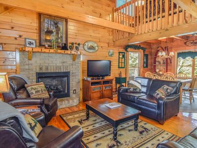 Cozy, comfortable & updated! HotTub, Wi-Fi, Pool, Arcade, near Dwntwn & RockyTop