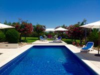 Fantastic villa with delightful grounds to enjoy in the sun