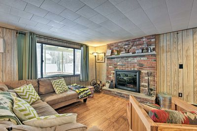 With 2 bedrooms and 1 bath, this cozy home can host a group of 4.