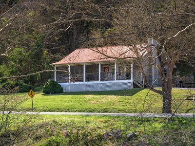 Photo for This charming all one level, 2-bedroom 2-bathroom chalet that will sleep 6, and has river view.
