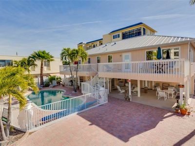 Photo for Sea Horse Upper Level,  3 Bedrooms, Sleeps 10, Heated Pool, Pet Friendly
