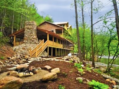On the RIVER w/ 4Master Suites, wifi, swim spa, pool table and much more