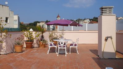 Photo for Spacious Apt,Air con,lift,parking,private terrace,walk to beach & town,Free WIFI