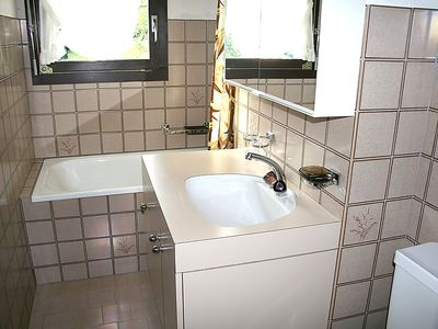 Photo for One bedroom Apartment, sleeps 2 with Pool and Walk to Shops