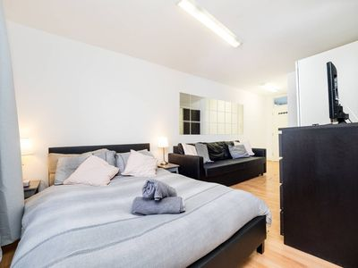 Photo for Top Floor Compact Apartment Notting Hill Free Wi-Fi