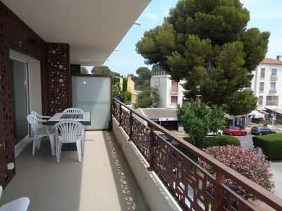 Photo for Large F2, ideal for 2 or 3, close to beaches, air conditioning and parking