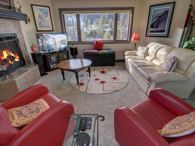 Photo for Frostfire E42 King bed, Short Walk to Lifts, free shuttle, 2 bathrooms! by SummitCove Lodging