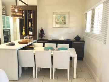 Whale Beach Condo, 90 meters from the sand! Fully equipped!