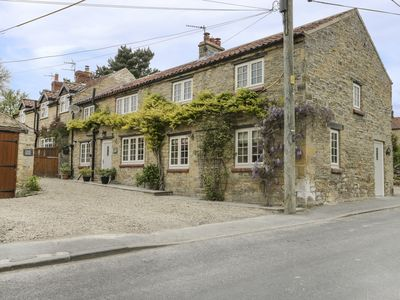 Photo for TILLERS COTTAGE, pet friendly in Ebberston, Ref 943000