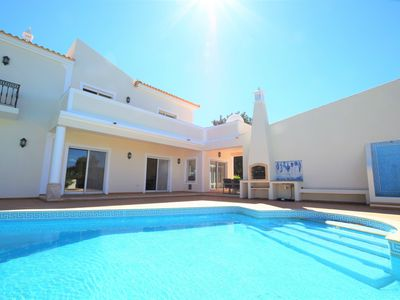 Photo for Magnificent 5 bedroom villa (10 beds) in Almancil, very close to the beaches