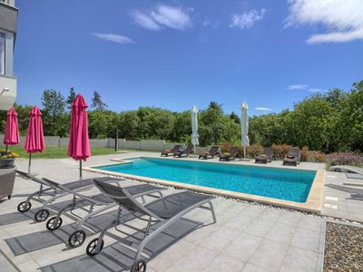 Photo for Wonderful private villa with A/C, private pool, WIFI, TV, balcony, pets allowed and parking
