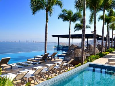 Photo for Magnificient Oceanfront Luxury Condo (Beachside & Rooftop Bar & Infinity Pools)