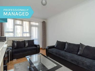 Photo for Furnished 2 bed flat in the heart of Ealing