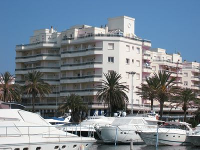 Photo for Seaside apartment with harbor views, for 4 people, fully equipped.