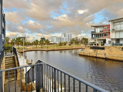Photo for Overlooking the canals walking distance to everything Mandurah has to offer