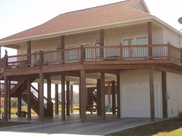 Great Family Beach House with Open Living Space - Sleeps 10.
