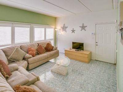 Photo for Bright beachside condo with easy beach access and shared pool!