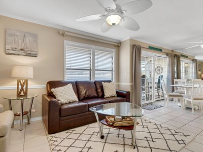 Photo for Open Condo, Private balcony, Multiple pools, Minutes from the beach