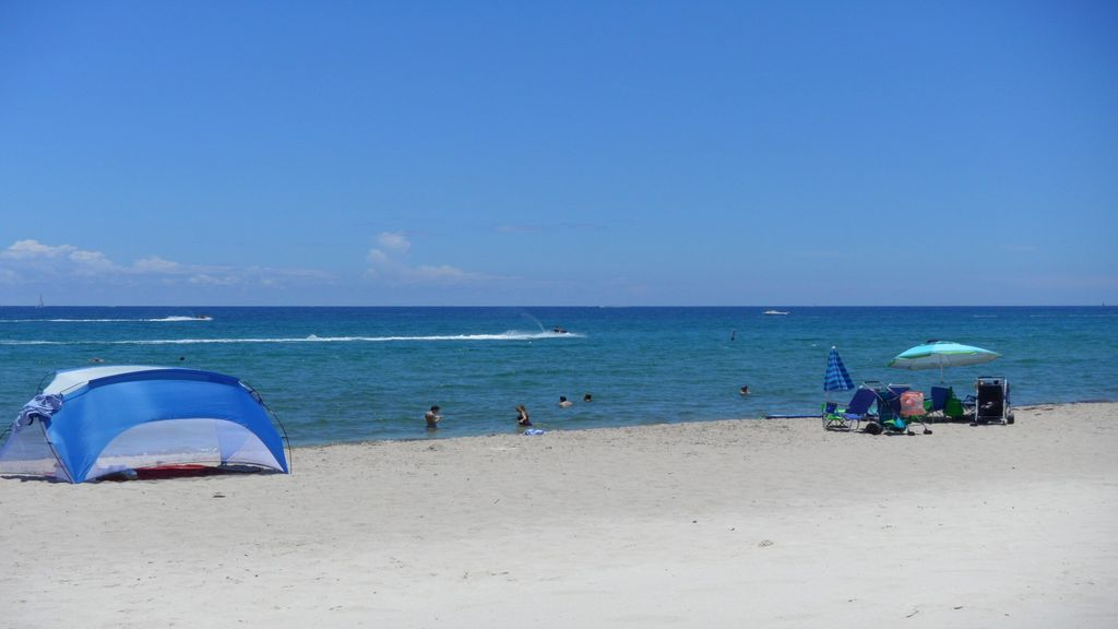 Sunshine beach warm weather 1 2 bk to the beach april for Warmest florida beaches in december