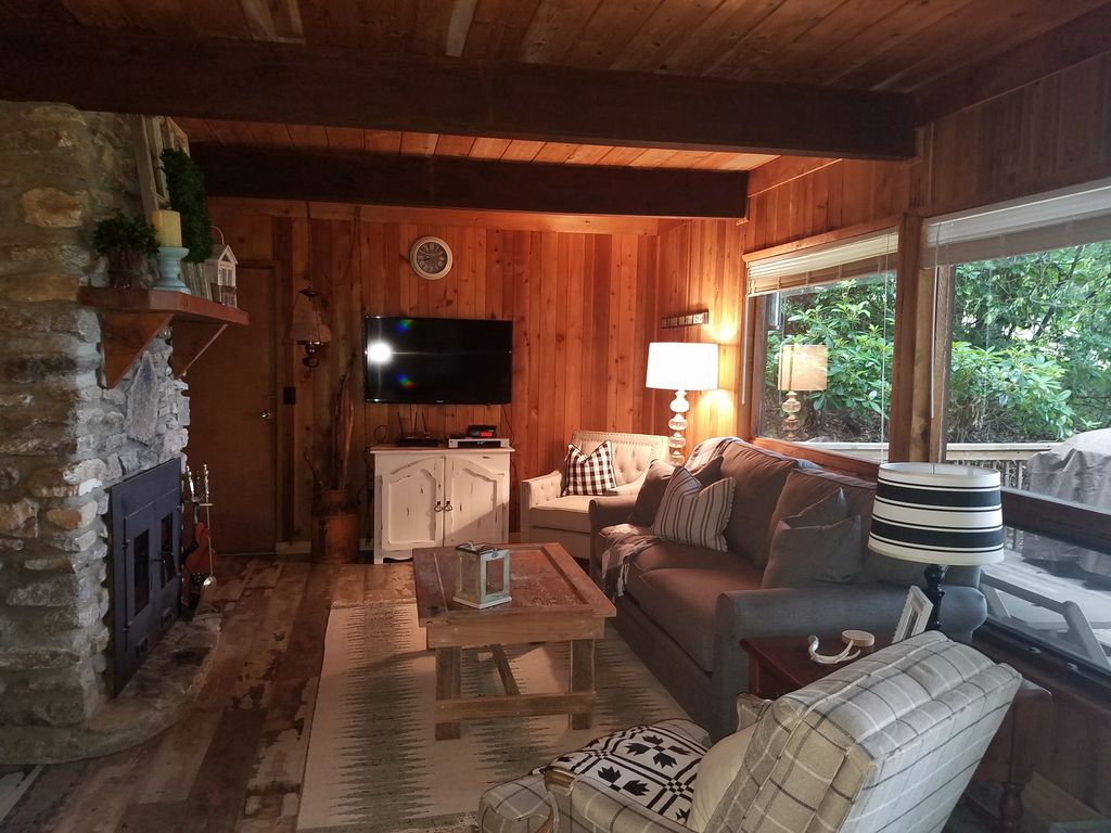 Property Image#7 Wolf Laurel CC Golf Front Cabin With STUNNING VIEWS!