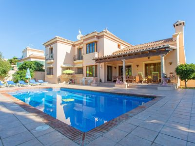 Photo for Quality and luxury villa with private pool with garden, near the beach