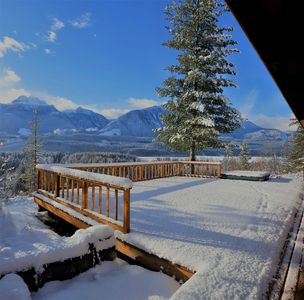 Photo for Revelstoke Vacation Lodge Sleeps 14. great for large groups and families