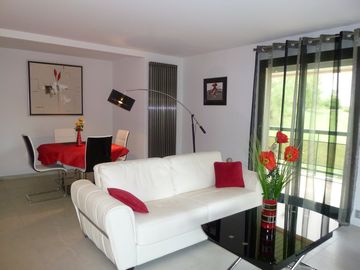 LUXURY AND SERENITY **** NEAR THE BEACHES-BEAUTIFUL PARK TREES