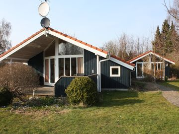 Nice cottage for 6 to rent on Råbylille Beach
