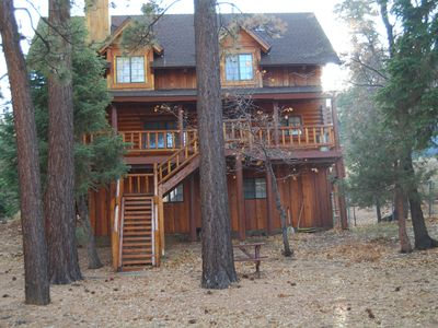 Photo for Family-friendly log cabin sleeps 8-10 people