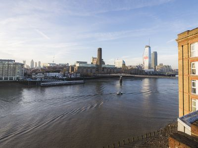 Photo for Sublime 1 bed flat with Thames view