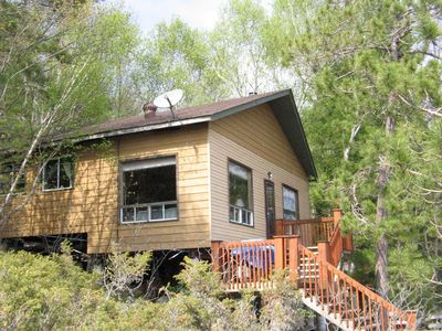 Quiet Private Lakefront Cottage, Great Fishing & Boating, Scenic Hikes & Drives.