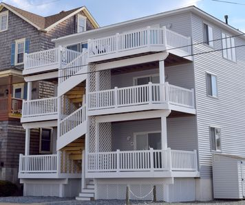 Photo for Beautiful entire top floor condo with a spectacular ocean view.  2 homes from the beach.