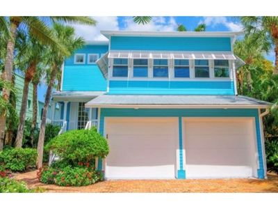 Photo for NEW RENTAL!  Walking distance to St Armand's and Lido Beach with Heated Pool