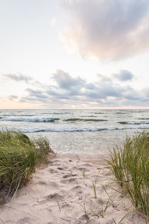 Newly Renovated Lake Michigan Cottage With Private Beach