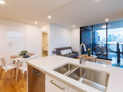 Photo for ★Splendid★ 2 Bed Apt in the Heart of SouthBank!