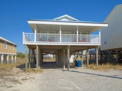 Private Heated pool, Steps to Beach, Pet-Friendly!