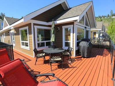 Photo for 3BR POOL SIDE Luxury Cottage Sleeps 8 with Lake View!