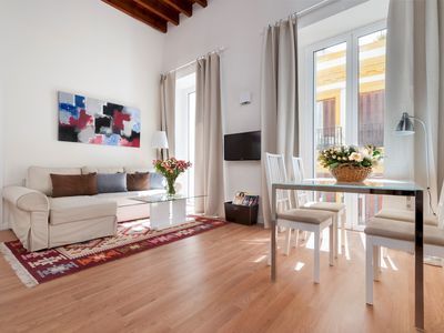 Photo for Prime location 2 BD Apartement next to the Town Hall Square. Zaragoza I