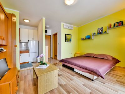 Photo for Beautiful apartment for 2 people with WIFI, A/C, TV, balcony and parking