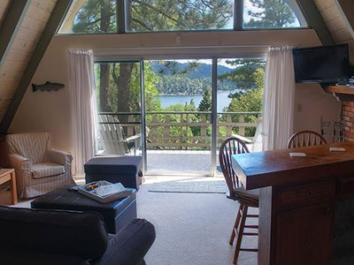 Laketop Lodge . Stunning view from great room + deck. Bird watch or BBQ.