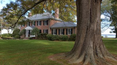 Tappahannock's Tidewater Manor is a spacious and comfortable waterfront estate.