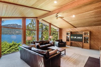 Lakeside - VR 365 - Sink into this luxurious leather living room set while enjoying Lake Cle Elum views through the floor-to-ceiling windows.