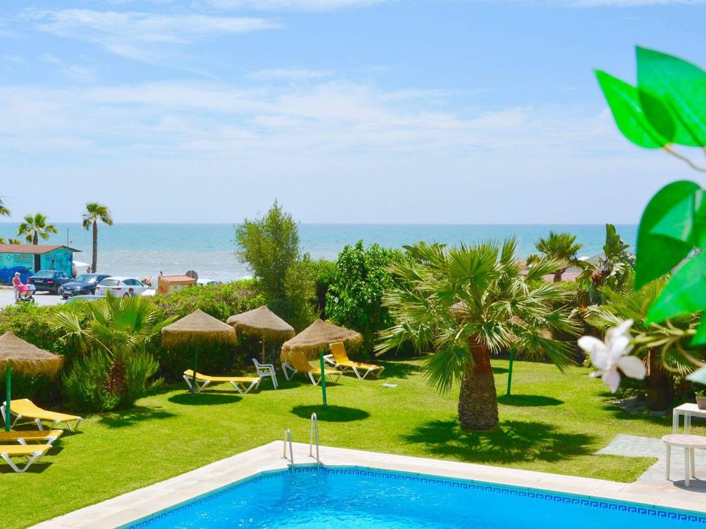 Apartment on the 1st line of the beach, in urb. quiet ... - 8584377