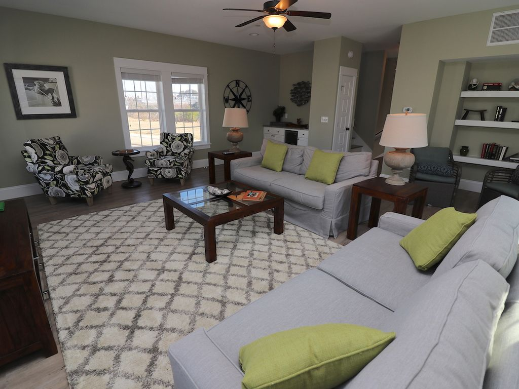 Vibrant 3 Bdrm Vacation Home with access to seasonal miniature waterpark